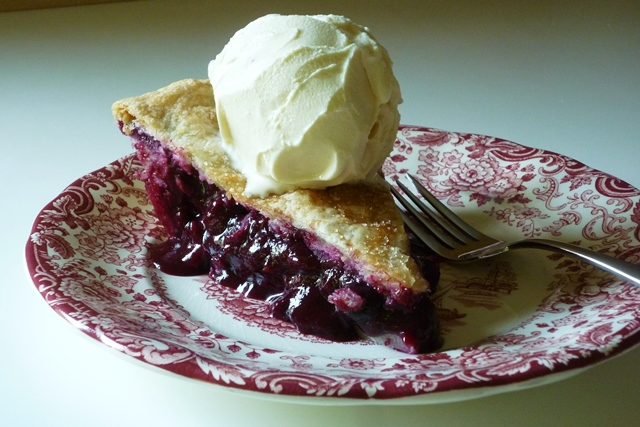 blueberry pie slice a la mode