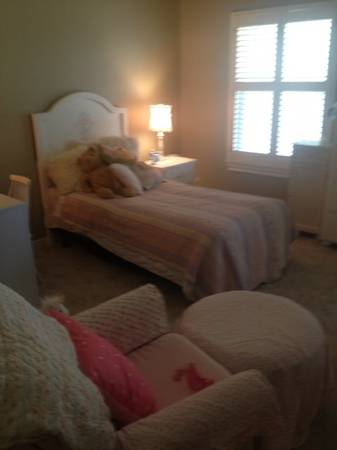 09 White Bedroom Set