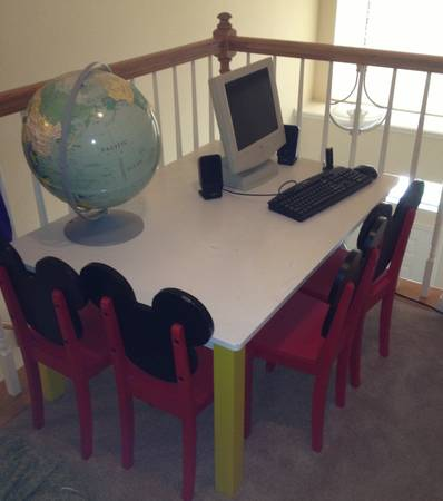 13 Mickey Mouse Kids Table