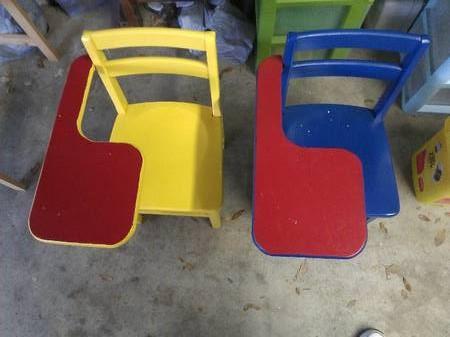 14 Colorful Kids Desks