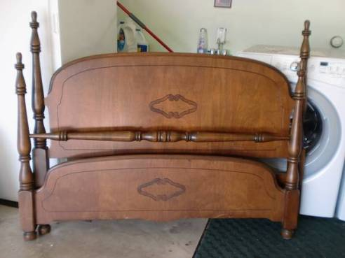 08 Antique Walnut Full Bed