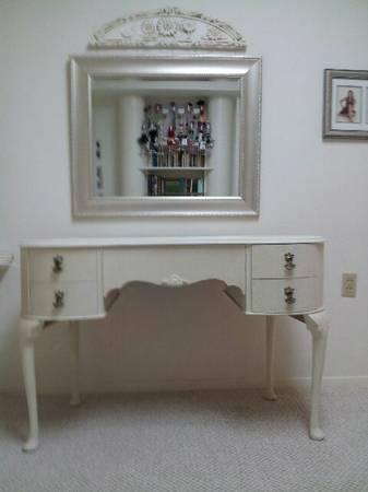 11 Antique Desk