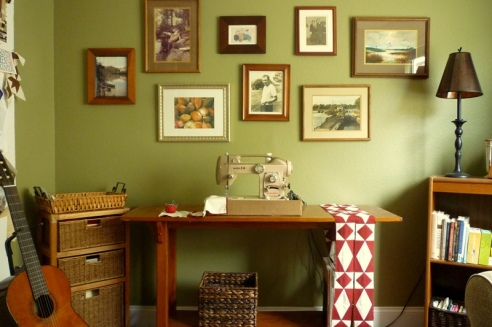 Vintage White Sewing Machine plus Gallery Wall2